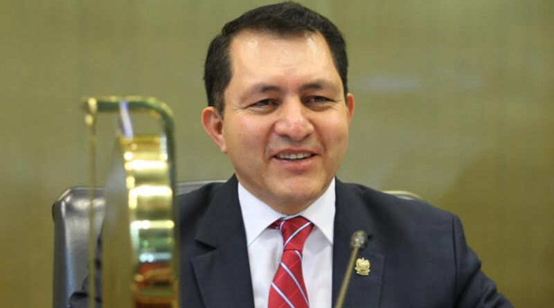 Mario Ponce buscará su reelección como diputado y pide el apoyo de los salvadoreños